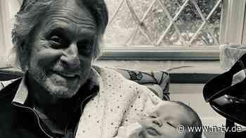 Ein Monat nach Geburt: Michael Douglas sieht Enkel zum ersten Mal