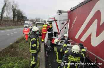 FW-MH: Verkehrsunfall mit einem LKW auf der A40