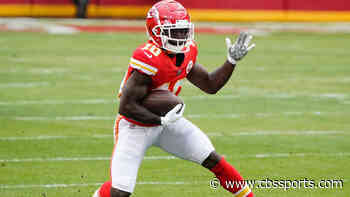 Tyreek Hill explains pushing Chiefs receivers coach on the sideline last week, says he was 'just fired up'
