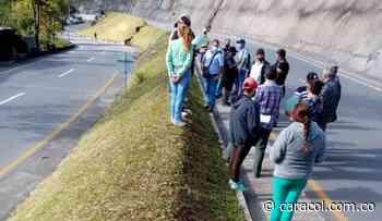 Habitantes de Santurbán realizan una protesta en la vía a Pamplona - Caracol Radio