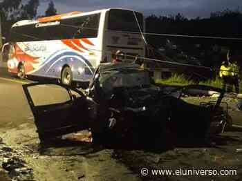 Cuatro fallecidos en choque entre auto y bus en Pelileo - El Universo