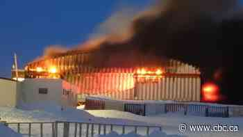 Igloolik mayor calls state of emergency as grocery store fire continues - CBC.ca