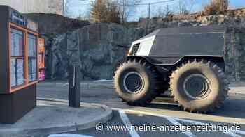 XXL-Geländefahrzeug im Drive-in: Irre Einkaufstour im Scherp-Panzer (mit Video)