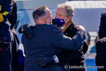 Twitter Erupts as Garth Brooks Hugs Presidents at Inauguration