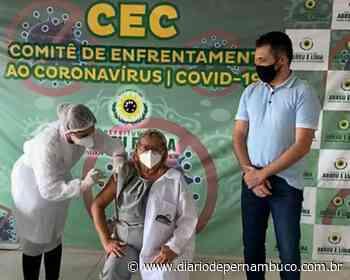 Abreu e Lima vacina a primeira profissional de saúde do município - Diário de Pernambuco