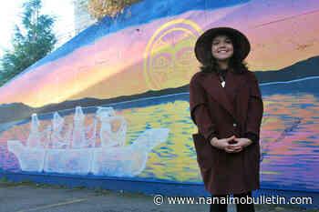 Snaw-naw-as artist honoured for painting mural in Lantzville – Nanaimo News Bulletin - Nanaimo News Bulletin