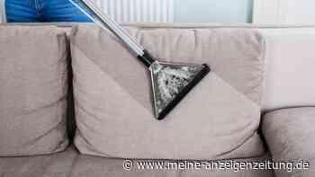 Sofa reinigen: So klappt es mit Natron, Backpulver und anderen Hausmitteln