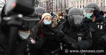 Russia arrests hundreds of protesters demanding Navalny's release