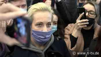 Russische Polizei greift durch: Nawalnys Frau wird auf Demo festgenommen
