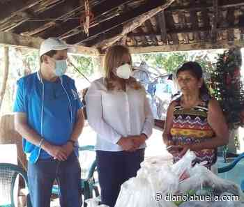 Candidato de Nuevas Ideas en Texistepeque entrega alimentos a ciudadana que fue humillada por alcalde del PCN - Diario La Huella