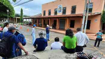 Ministro de Trabajo, Rolando Castro, interviene alcaldía de Tecoluca, por denuncia de empleados que reclaman atraso de sus salarios - Periodismo responsable - Espectador - espectador.online