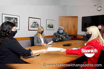 Bernie Sanders makes guest appearance municipal staff meeting in BC – Lake Cowichan Gazette - Lake Cowichan Gazette