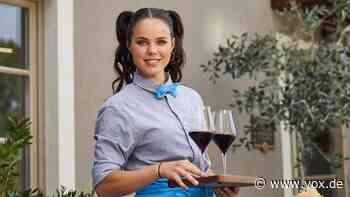 First Dates - Ein Tisch für zwei: Servicekraft Maria im Interview - VOX Online