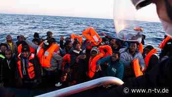 """370 Menschen auf """"Ocean Viking"""": Italien lässt Schiff mit Flüchtlingen anlegen"""
