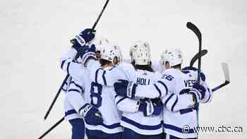 Reilly's 3-assist night helps Leafs hold off Flames
