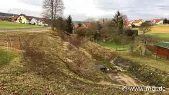 Ein Jahr nach dem Schulbusunglück: Glockenläuten und offene Kirche in Berka/Hainich - MDR