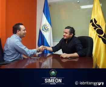 Política1 año ago Diputado Arturo Magaña gestiona pavimentación de calle San Pedro Puxtla en Guaymango - La Britany