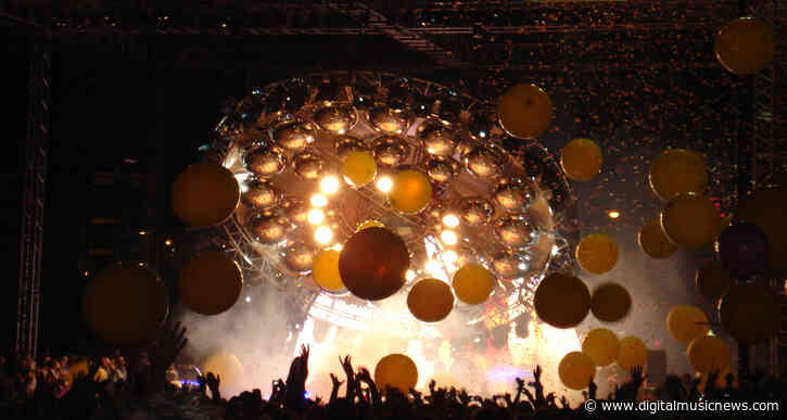The Flaming Lips' COVID-Free 'Space Bubble Concert' Goes Off Without a Hitch