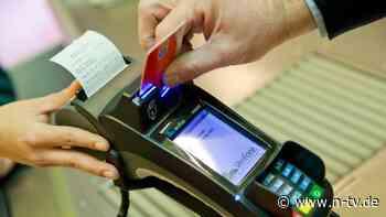 Gebühren bei mehr als 460 Banken: Bei Kartenzahlung wird verstärkt hingelangt