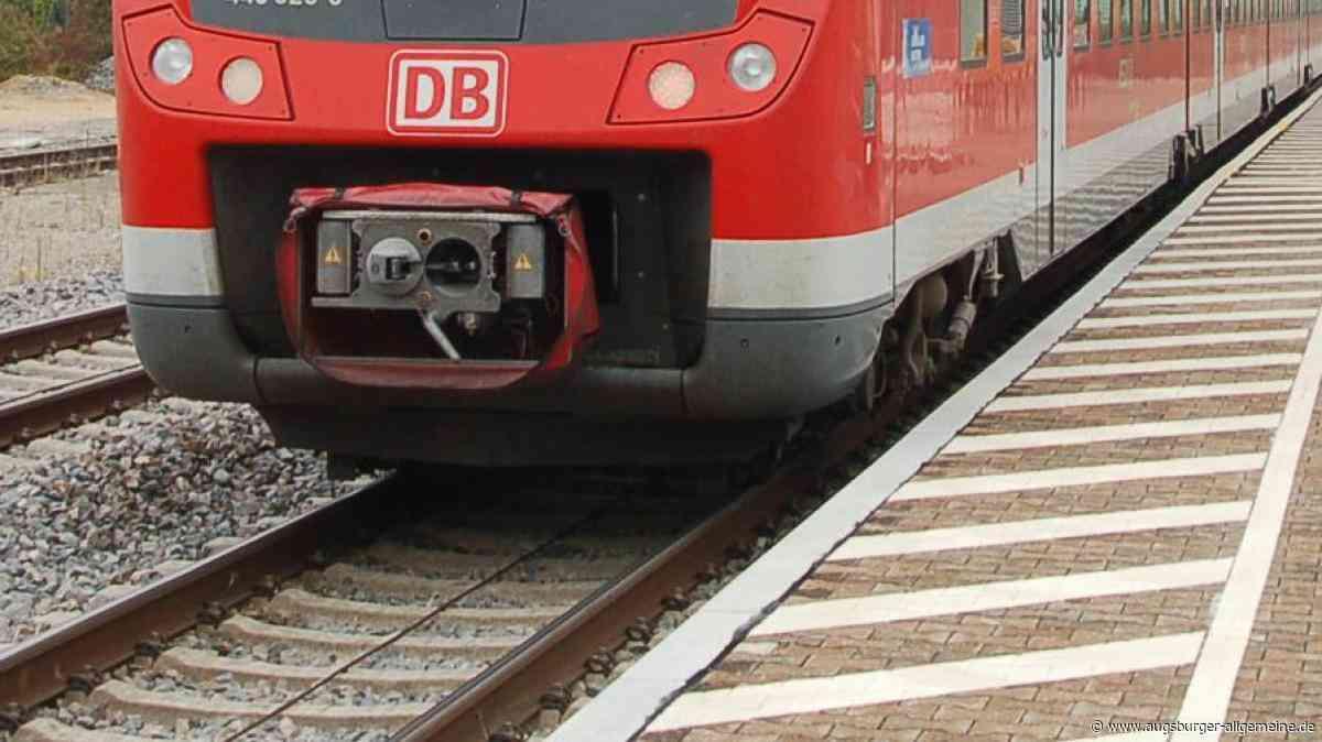 Puchheim: Mann stürzt ins Gleisbett und stirbt