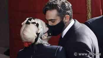 The Masked Singer: Lady Gaga knutscht mit Maske