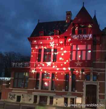 Oud gemeentehuis baadt in de sterren - Het Nieuwsblad