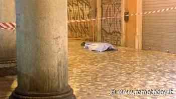 Ha un malore e muore sotto i portici di piazza Vittorio. La foto (e la gaffe) del presidente Caudo
