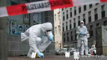 Kannten sich Täter und Oper?: Mehrere Verletzte nach Attacke in Frankfurt