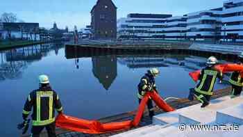 Kleve: Feuerwehr installiert Ölsperren im Spoykanal - NRZ