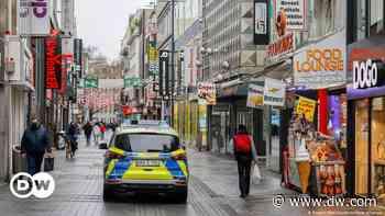 Coronavirus lockdown erodes German consumer confidence - DW (English)