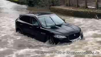 Wasserschlag-Senke killt reihenweise Autos: Nicht nur ein Jaguar F-Pace wird hier zerstört (mit Video)