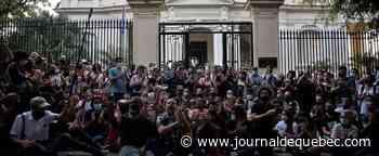 Cuba: des manifestants délogés face au ministère de la Culture