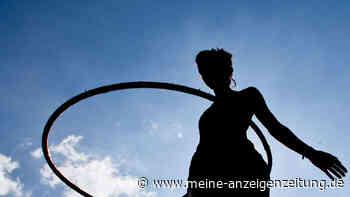 Fitness im Corona-Lockdown: So purzeln die Pfunde dank Hula-Hoop