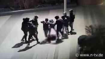 Brutaler Angriff auf 15-Jährigen: Polizei nimmt neun junge Verdächtige fest