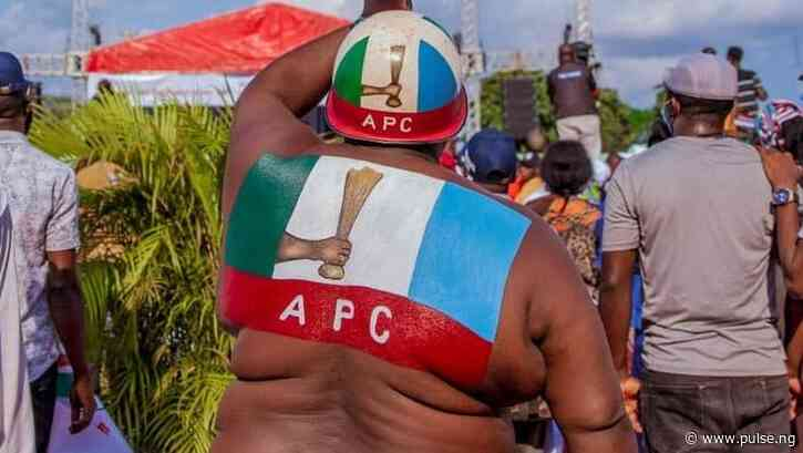 Ogun Assembly minority leader, 6 others defect to APC