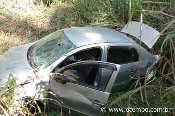 Homem morre após carro capotar na BR-352 em Onça de Pitangui - O Tempo
