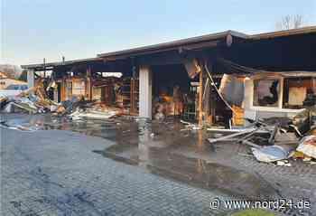Mit Bildergalerie: Der Tischlerei-Brand in Loxstedt - Nord24