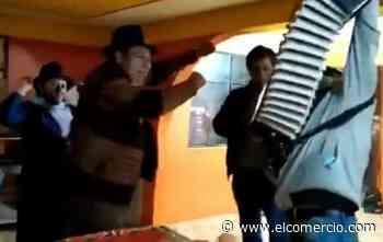 Se viraliza video del Alcalde de Guaranda celebrando e ingiriendo bebidas alcohólicas - El Comercio (Ecuador)