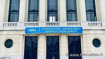 Covid-19 : la maire de Puteaux priée par le préfet de retirer des banderoles fustigeant la campagne vaccinale - France Bleu