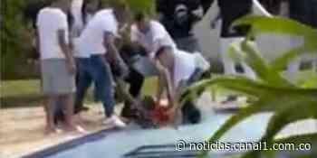 Hombre propinó brutal golpiza a su exnovia dentro de una piscina en finca de Chigorodó - Canal 1