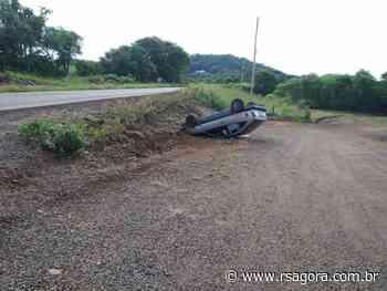 Veículo sai da pista e capota em Cacique Doble - RS Agora