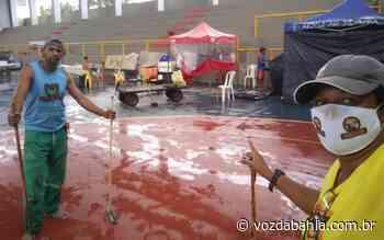 Madre de Deus: Com dificuldades, baianas de acarajé relatam estar morando há 8 meses em ginásio, 'esquecidas pelo poder público' - Voz da Bahia