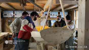 Boat building tradition starting back up in Mahone Bay - CBC.ca