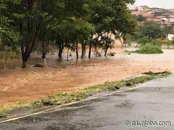 Forte chuva causa alagamentos e queda de muro em Pilar do Sul - G1