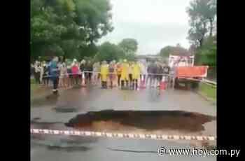 Arroyo se desborda en Itacurubí de la Cordillera y desmorona un puente - Hoy