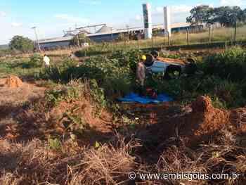 Homem fica ferido após capotamento de carro em Ipameri - Mais Goiás