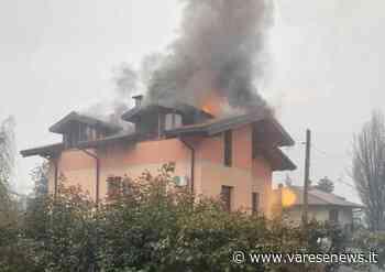 In fiamme il tetto di un'abitazione a Venegono Superiore - varesenews.it
