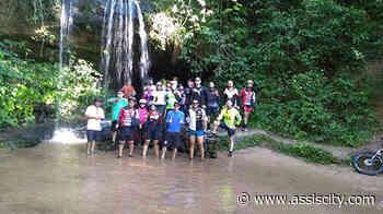 Conhecida como A Fenda, cachoeira entre Quatá e Paraguaçu Paulista atrai visitantes - Assiscity