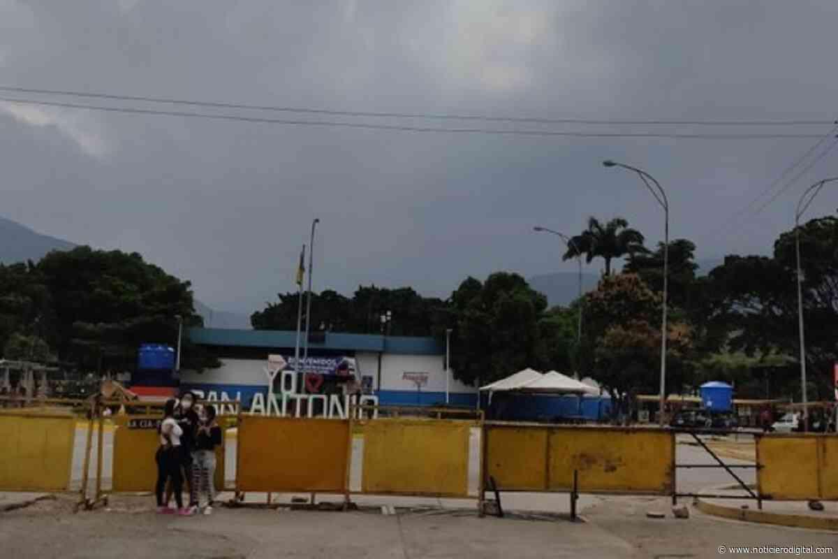 Decenas de personas varadas en San Antonio del Táchira porque el terminal no abrió este lunes (video) - Noticiero Digital