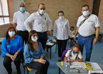 Ministra de educación entrega sede Policarpa Salvarrieta de un colegio en Supía - La Patria.com